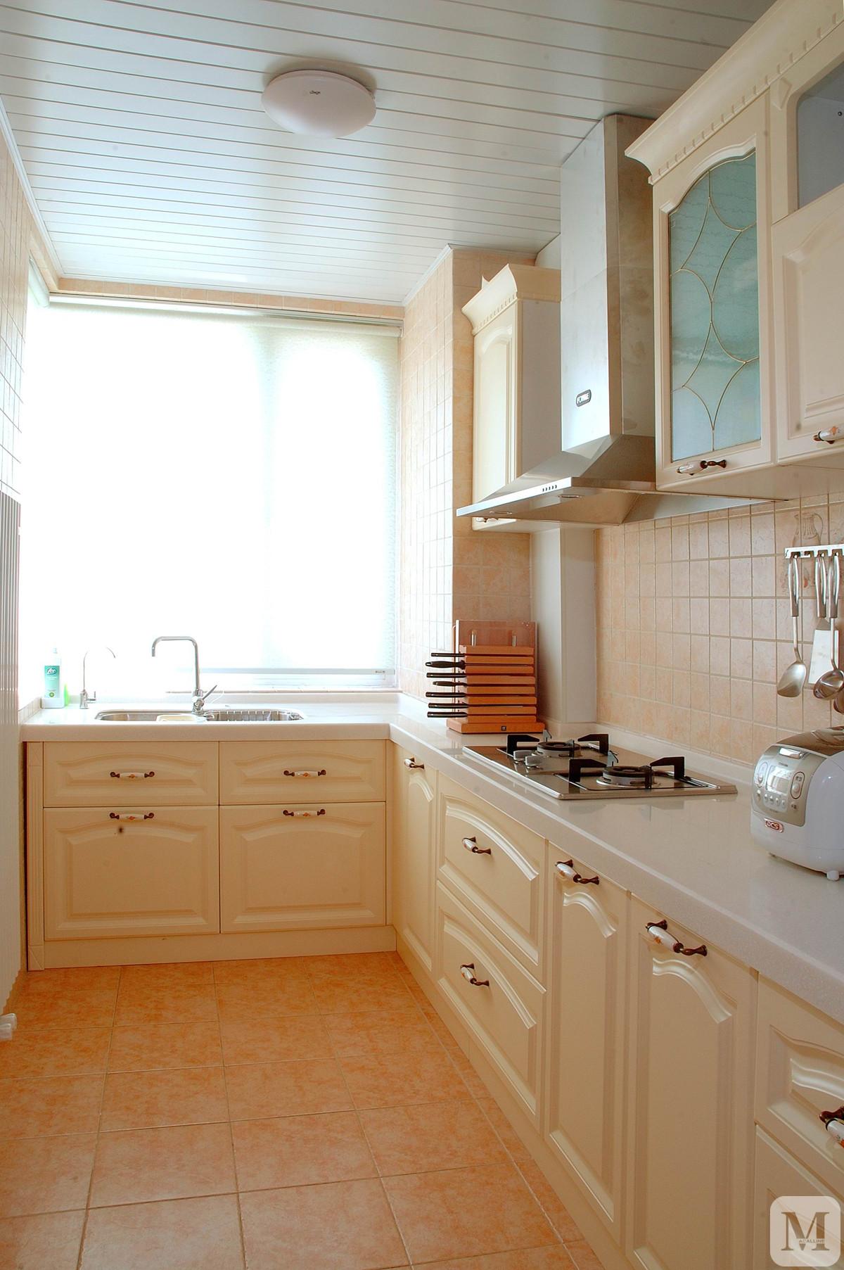 简约厨房橱柜装修效果图